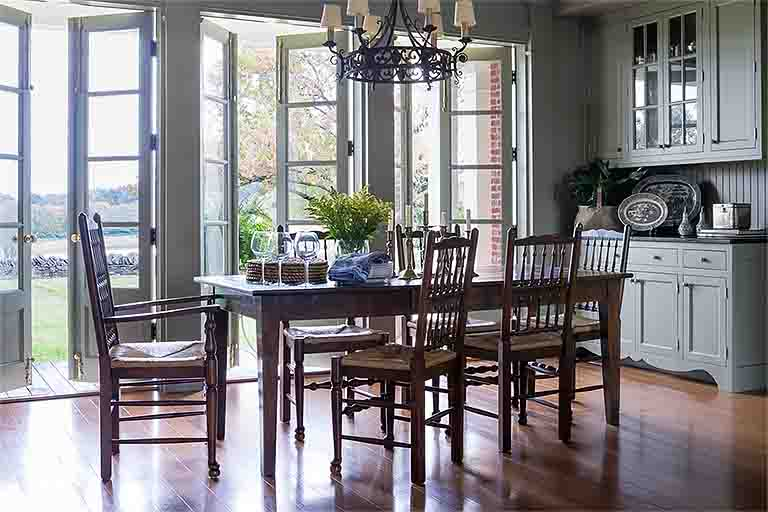 Eat-In Kitchen Design - Historic Natchez Trace Home - R.Higgins Interiors
